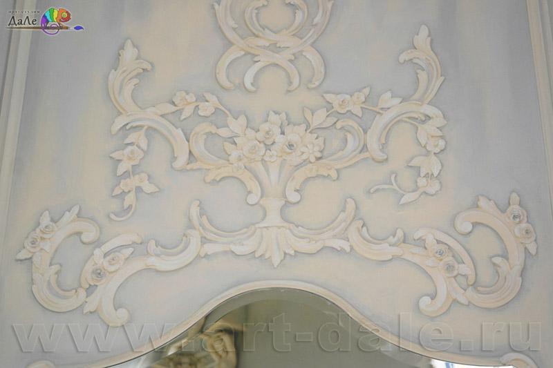 Оформление камина в стиле прованс. Фрагмент лепного декора