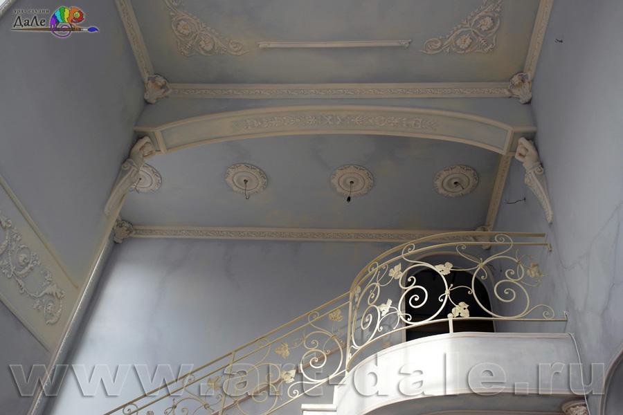 Роспись стен и потолков в гостиной в стиле прованс